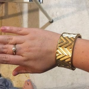 Jewelry - Gold bracelet and gold pearl ring